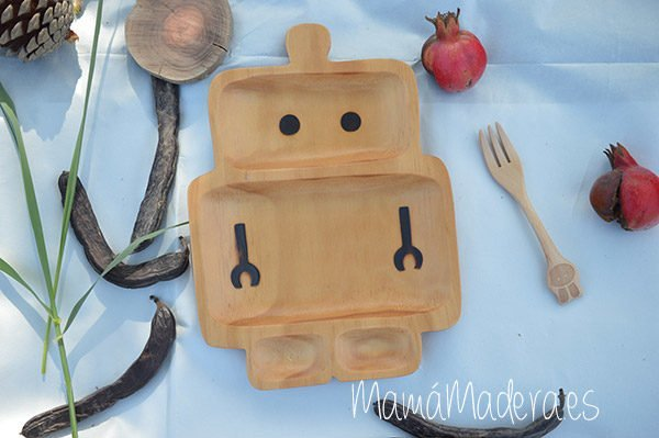 Plato Madera Eco-Friendly Robot 1