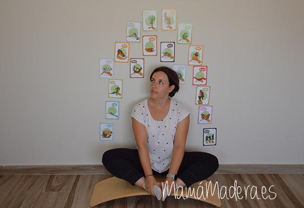 Tarjetas yoga en la tabla curva 8