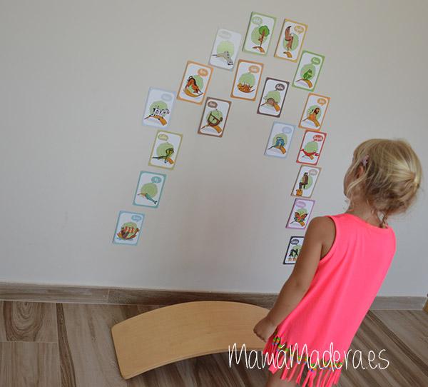 Tarjetas yoga en la tabla curva 10